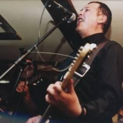 """День народження гурту """"Кам'яний гість"""" у """"Docker Pub"""" (07.04.2004, м.Київ). Фотограф Руслан Абсурдов"""